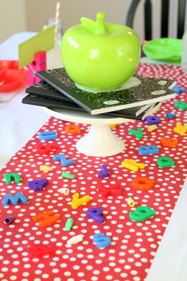 table-centerpiece-back-to-school