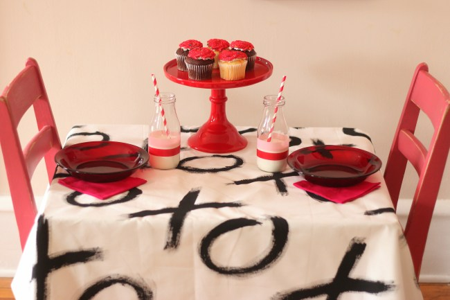 Valentine's Day Party Ideas XOXO - tablescape