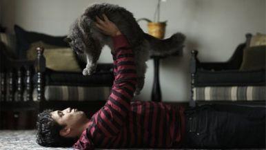 Hombre con gato
