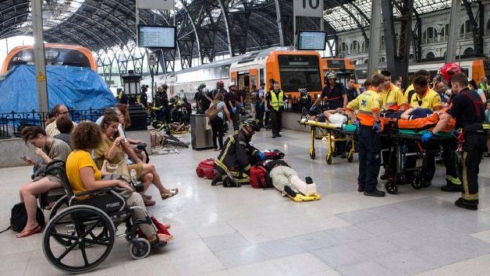 Paramédicos en la Estación de Francia de Barcelona.