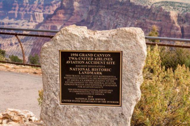 Placa sobre o acidente no Grand Canyon National Park