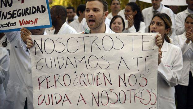 Doctores protestan contra la falta de medicinas en Venezuela