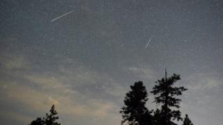 A espetacular chuva de meteoritos que poderá ser vista nos céus de todo mundo no fim de semana