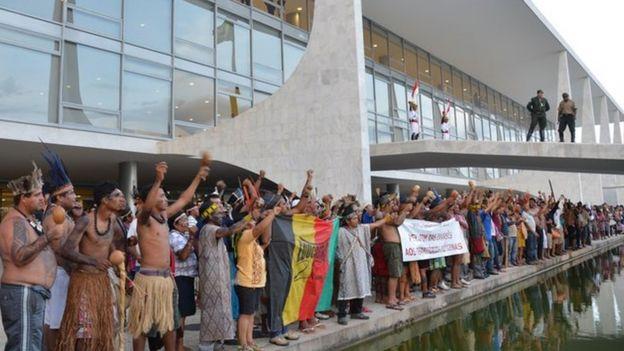 protesto de índios em Brasília