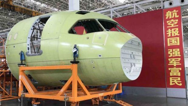 Máy bay C919 khi đang được lắp ráp