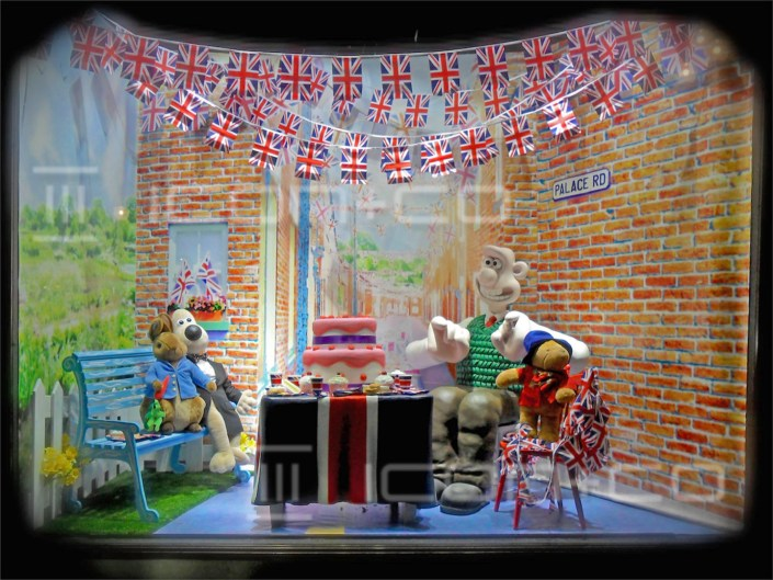 Shop Window Display Retail Props Amp Furniture Bespoke