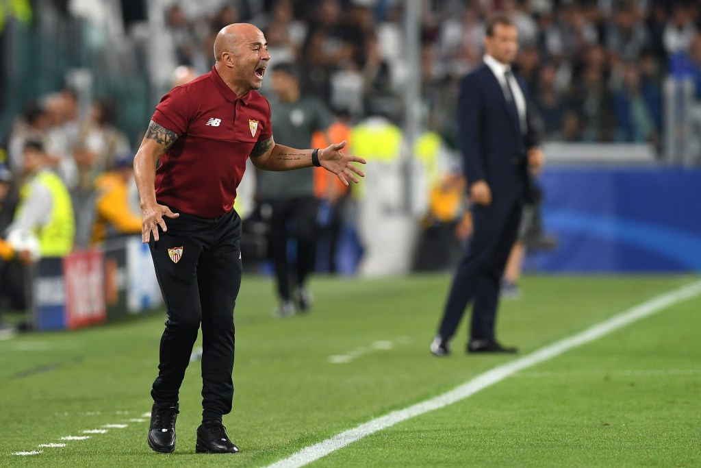 TURIN, ITALY - SEPTEMBER 14:  Sevilla FC head coach Jorge Sampaoli  shouts to his players during the UEFA Champions League Group H match between Juventus FC and Sevilla FC at Juventus Stadium on September 14, 2016 in Turin, Italy.  (Photo by Valerio Pennicino/Getty Images)