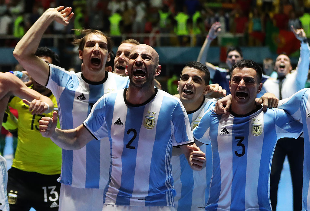 CALI, COLOMBIA - SEPTEMBER 28:  Damian Sarmiento of Argentina celebrates with team mates at the final whistle during the FIFA Futsal World Cup Semi Final match between Argentina and Portugal at the Coliseo el Pueblo Stadium on September 28, 2016 in Cali, Colombia. (Photo by Ian MacNicol - FIFA/FIFA via Getty Images)