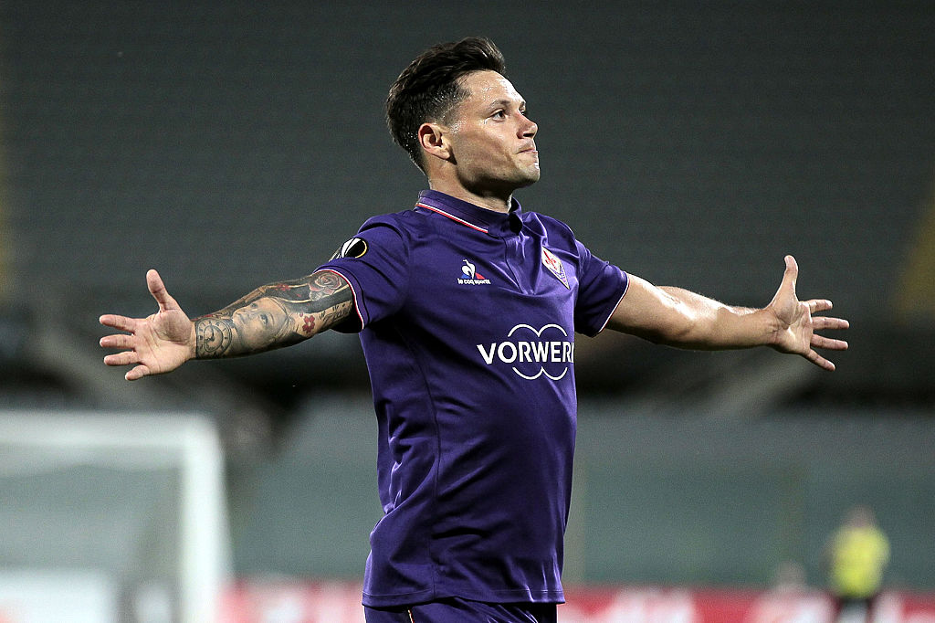 FLORENCE, ITALY - SEPTEMBER 29: Mauro Zarate of ACF Fiorentina celebrates after scoring a goal during the UEFA Europa League match between ACF Fiorentina and Qarabag FK at Artemio Franchi on September 29, 2016 in Florence, .  (Photo by Gabriele Maltinti/Getty Images)