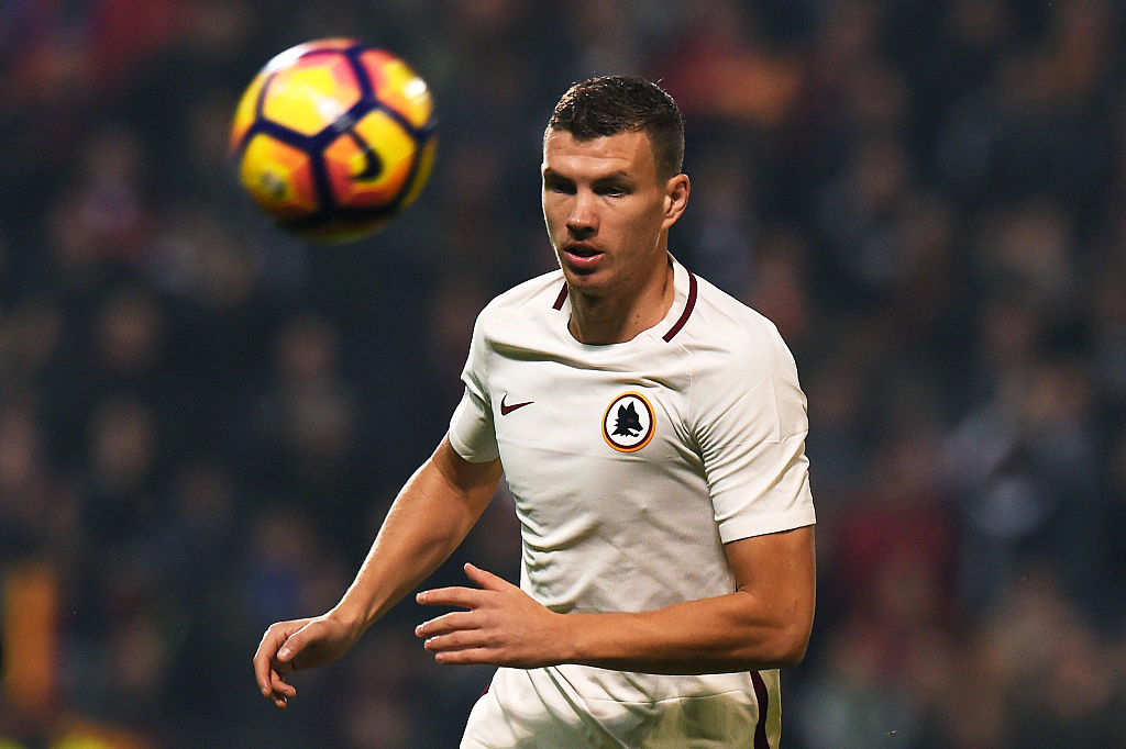 REGGIO NELL'EMILIA, ITALY - OCTOBER 26: Edin Dzekoof Roma in action during the Serie A match between US Sassuolo and AS Roma at Mapei Stadium - Citta' del Tricolore on October 26, 2016 in Reggio nell'Emilia, Italy. (Photo by Tullio M. Puglia/Getty Images)