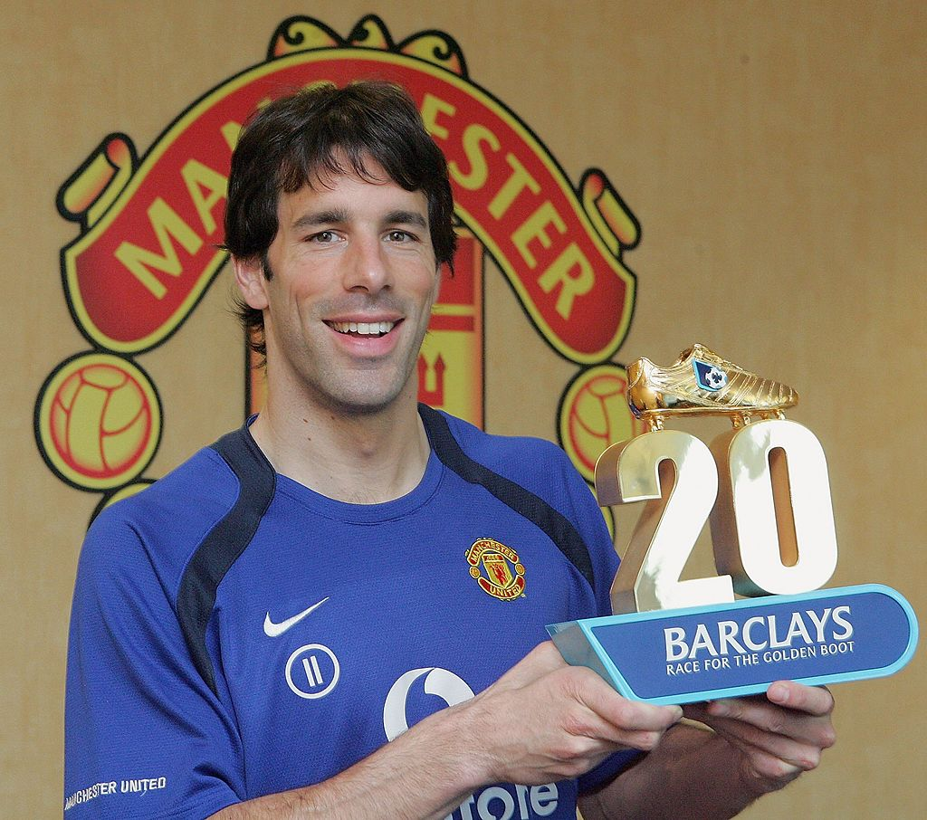 MANCHESTER, ENGLAND - MARCH 31: (EMBARGO IN PLACE UNTIL 4 PM MARCH 31 2006) Ruud van Nistelrooy of Manchester United is presented with a trophy by Barclays for scoring his twentieth League goal of the season at Carrington Training Ground on March 31 2006 in Manchester, England. (Photo by John Peters/Manchester United via Getty Images)