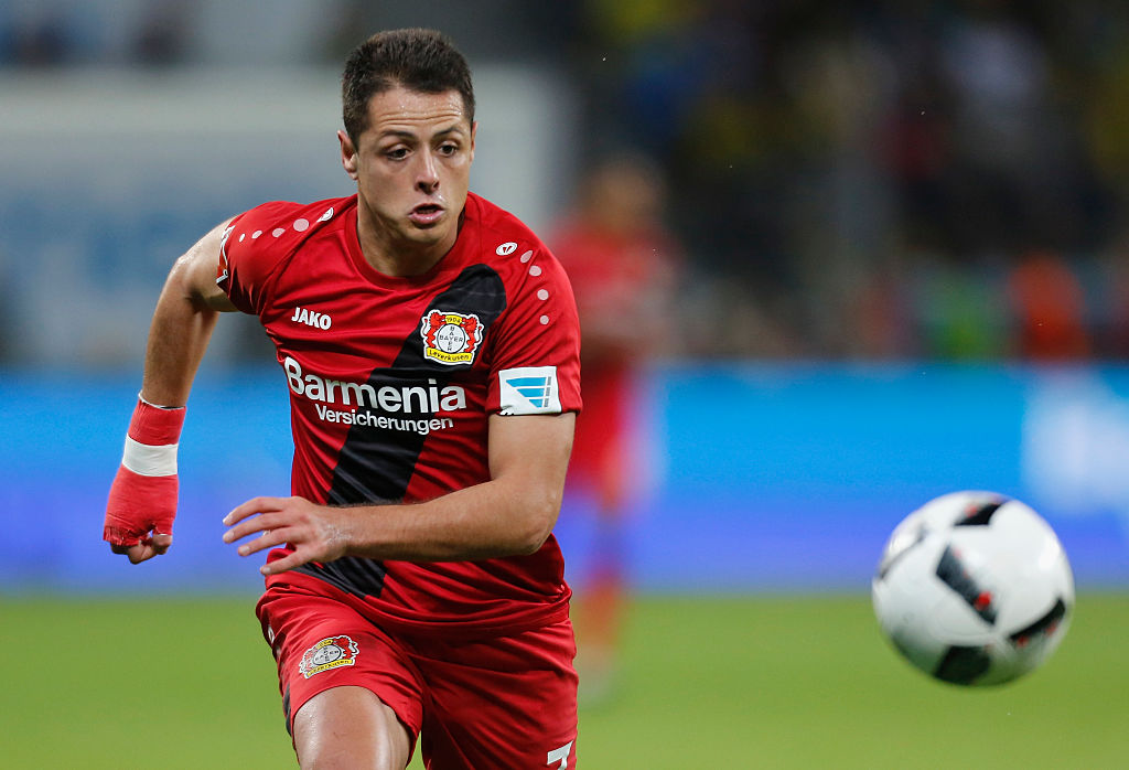 Leverkusen, Germany 01.10.2016, 1. Bundesliga 6. Spieltag, Bayer 04 Leverkusen - Borussia Dortmund, Chicharito (Leverkusen) am Ball.   (Photo by TF-Images/Getty Images)