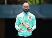 CALI, COLOMBIA - OCTOBER 01:  Ricardinho of Portugal is seen with his Golden Boot Award during the FIFA Futsal World Cup Final match between Russia and Argentina at the Coliseo el Pueblo Stadiumon October 1, 2016 in Cali, Colombia. (Photo by Ian MacNicol - FIFA/FIFA via Getty Images)