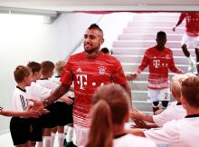 MUNICH, GERMANY - OCTOBER 01:  Arturo Vidal of Bayern Munich walks back into the tunnel after warm up during the Bundesliga match between Bayern Muenchen and 1. FC Koeln at Allianz Arena on October 1, 2016 in Munich, Germany.  (Photo by A. Pretty/Getty Images for FC Bayern )