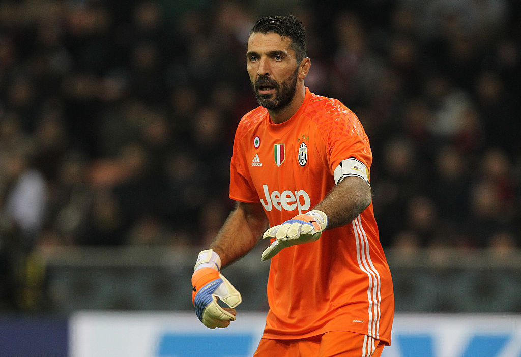 MILAN, ITALY - OCTOBER 22:  Gianluigi Buffon of Juventus FC directs his defense during the Serie A match between AC Milan and Juventus FC at Stadio Giuseppe Meazza on October 22, 2016 in Milan, Italy.  (Photo by Marco Luzzani/Getty Images)