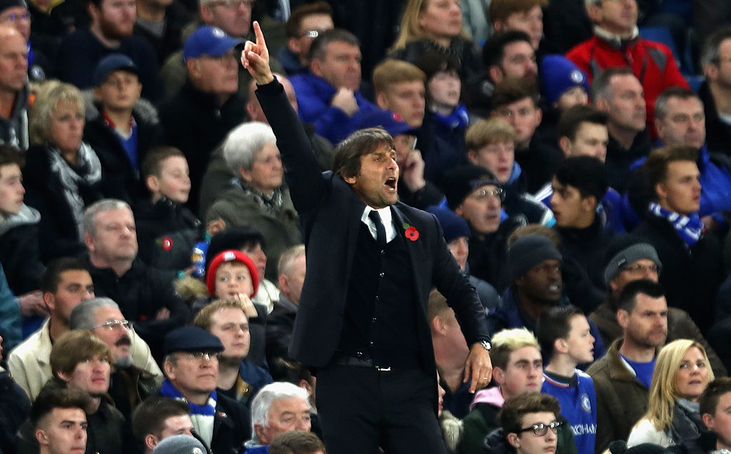LONDON, ENGLAND - NOVEMBER 05: Antonio Conte, Manager of Chelsea gives his team instructions during the Premier League match between Chelsea and Everton at Stamford Bridge on November 5, 2016 in London, England.  (Photo by Julian Finney/Getty Images)