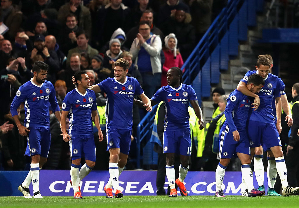 LONDON, ENGLAND - NOVEMBER 05: Pedro of Chelsea celebrates scoring his sides fifth goal with his Chelsea team mates during the Premier League match between Chelsea and Everton at Stamford Bridge on November 5, 2016 in London, England.  (Photo by Julian Finney/Getty Images)