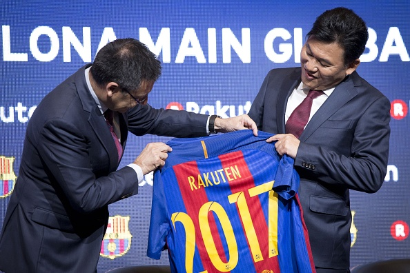 BARCELONA, SPAIN - NOVEMBER 16: Hiroshi Mikitani, CEO of Rakuten Inc., and FC Barcelona's president Josep Maria Bartomeu pose with a FC Barcelona jersey after signing an agreement between FC Barcelona and Rakuten Inc., at Camp Nou stadium in Barcelona on November 16, 2016. Japanese online retailer Rakuten will be Barcelona's main sponsor for the next four years. Rakuten will replace Qatar Airways which has been Barcelona's shirt sponsor since 2013. (Photo by Albert Llop/Anadolu Agency/Getty Images)