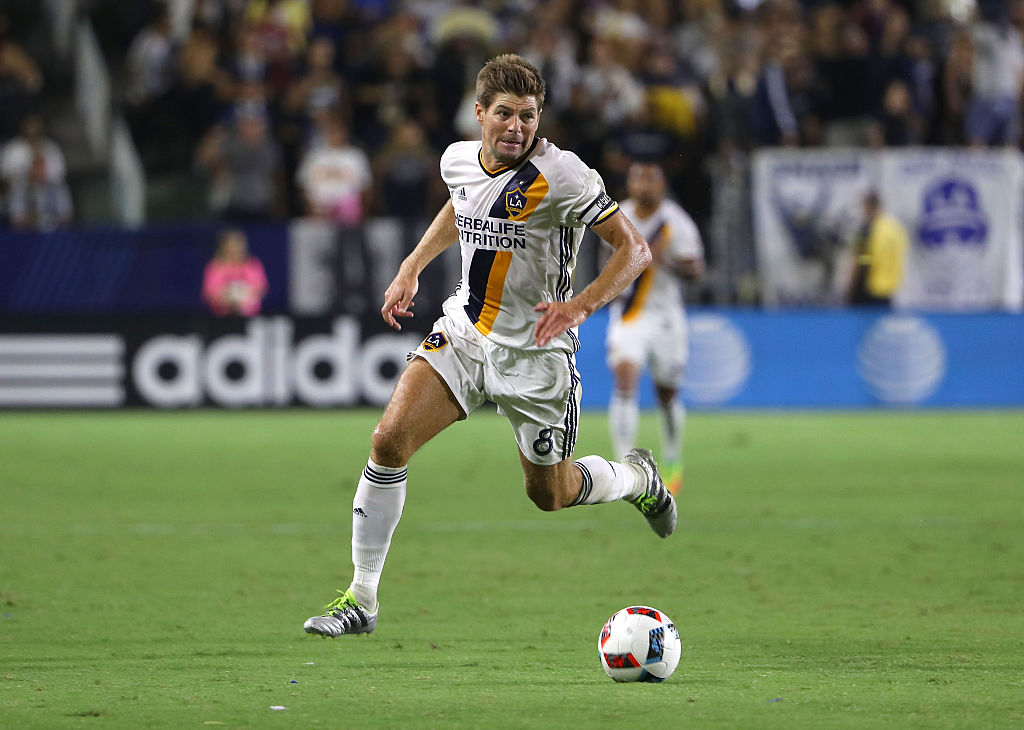 CARSON, CA - AUGUST 13:  Steven Gerrard #8 of Los Angeles Galaxy paces the ball on attack during the second half of the MLS match against the Colorado Rapids at StubHub Center on August 13, 2016 in Carson, California. The Rapids and the Galaxy played to a 1-1 draw.  (Photo by Victor Decolongon/Getty Images)