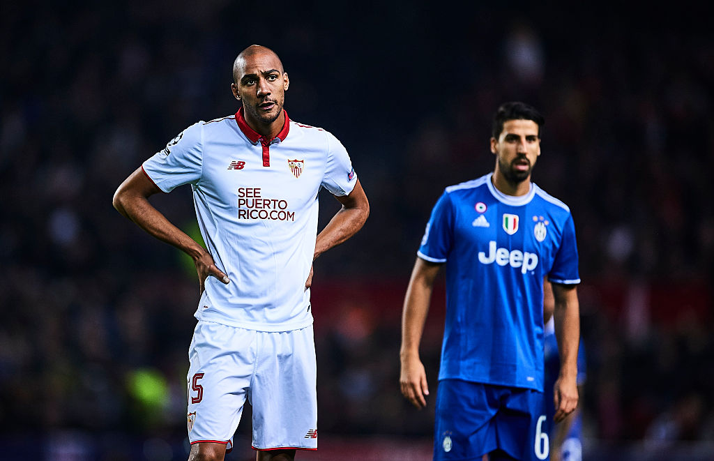SEVILLE, SPAIN - NOVEMBER 22:  Steven N'Zonzi of Sevilla FC reacts during the UEFA Champions League match between Sevilla FC and Juventus at Estadio Ramon Sanchez Pizjuan on November 22, 2016 in Seville, Spain.  (Photo by Aitor Alcalde/Getty Images)