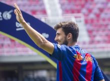 BARCELONA, SPAIN - JULY 27: Portuguese footballer Andre Gomes waves his hand during his presentation ceremony as new FC Barcelona player at Camp Nou Stadium in Barcelona, Spain on July 27, 2016. (Photo by Albert Llop/Anadolu Agency/Getty Images)