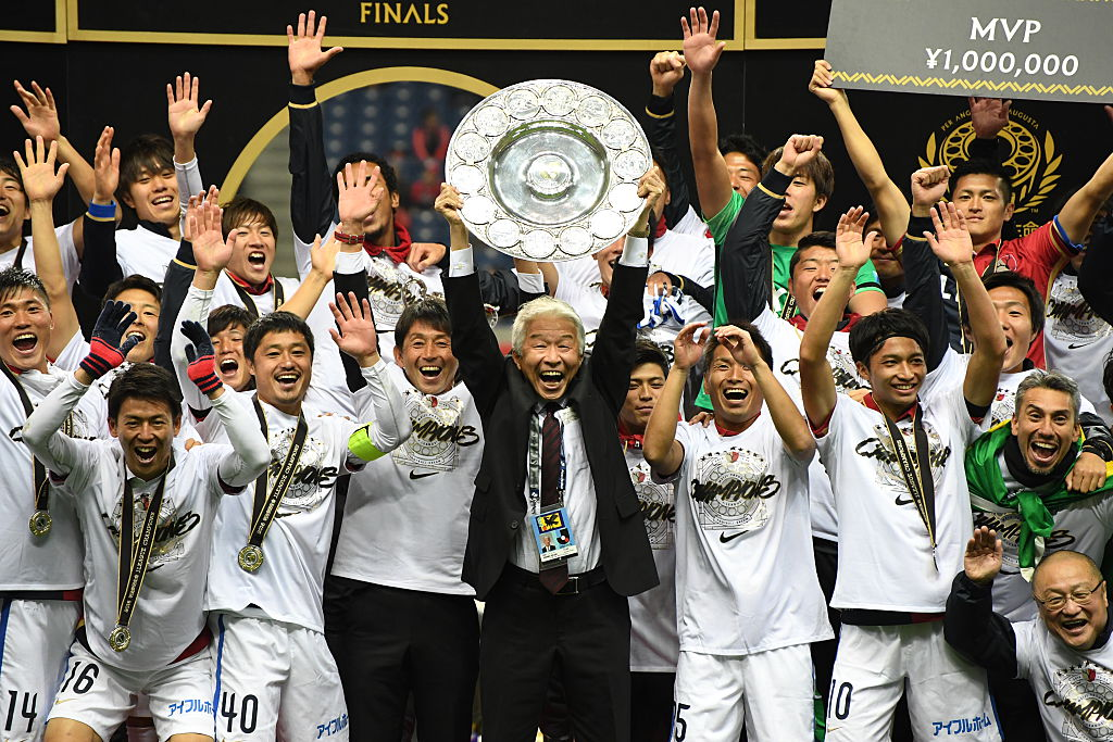 SAITAMA, JAPAN - DECEMBER 03:  (EDITORIAL USE ONLY) Shigeru Ibata,chairman of Kashima Antlers lifts the schale after winning the J.League Championship Final second leg match between Urawa Red Diamonds and Kashima Antlers at Saitama Stadium on December 3, 2016 in Saitama, Japan.  (Photo by Masashi Hara/Getty Images)