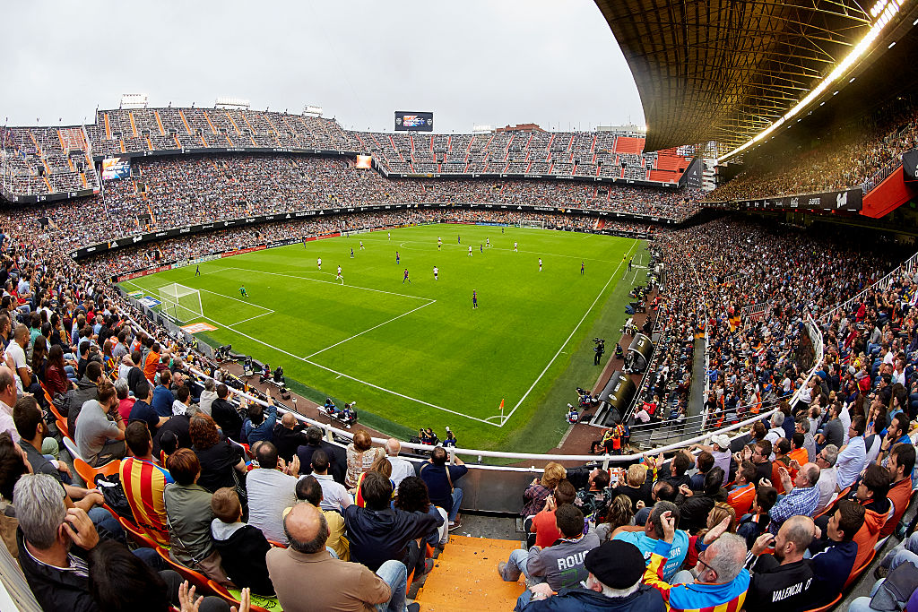 VALENCIA, SPAIN - OCTOBER 22:  A general view during the La Liga match between Valencia CF and FC Barcelona at Mestalla Stadium on October 22, 2016 in Valencia, Spain.  (Photo by Manuel Queimadelos Alonso/Getty Images)