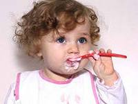 дети-едят-творог