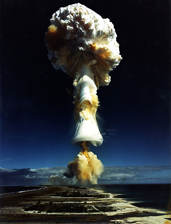 bomba atomica humo