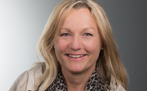 Karola Pieschnik, 56, ist Weiterbildungsbeauftragte in der Kannegiesser GmbH in Vlotho. Für die IG Metall ist sie ehrenamtlich unter anderem im Beirat, dem Ortsvorstand und als Referentin für Betriebsratsseminare im Einsatz. Foto: Andreas Pleines