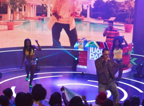 Wayne Wonder Performs on B.E.T 106 and Park