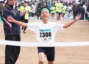マラソン(2㌔小学6年生男子・渡野幹大さん)