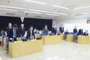 議会(賞与引き上げの条例改正案は賛成9人で可決)