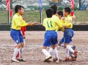 サッカー(優勝を喜ぶ鶴居イレブン)