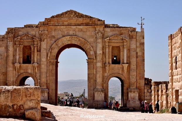 Arch Hadrian Roman ruin Jordan Jerash history Canon EOS Rebel