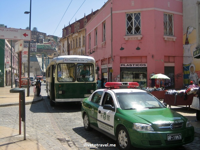Valparaiso, Valpo, street scene, bus, Chile, travel, tourism, charm, Canon EOS Rebel, photo