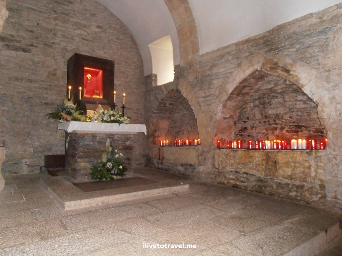 O Cebreiro, Spain, Lugo, Santa Maria la Real. church, Olympus, photo, travel, side altar, candles