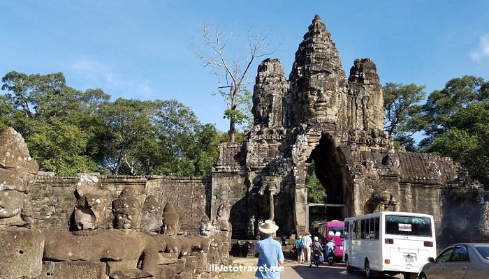 Angkor Thom, Bayon, temple, Khmer, Cambodia, Camboya, Cambodge, travel, explore, adventure, tourism, photo, samsung Galaxy, S7, gate