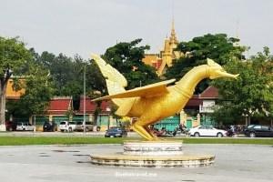 Cambodia, Phnom Penh, Royal Palace, park, photo, travel, adventure, Samsung Galaxy S7, dragon