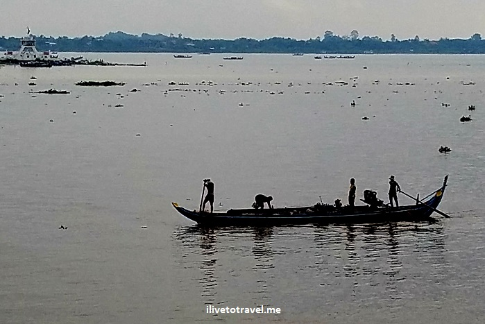 Cambodia, Phnom Penh, Mekong River, fishermen, black and white, photo, travel, adventure, Samsung Galaxy S7