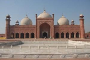 Badshah-e-Mosque Tourist Places In Pakistan To Visit