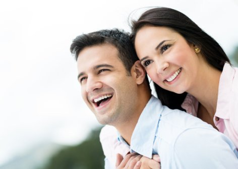 4 Secrets of Happy Relationships from the Experienced Couples