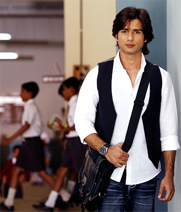 Shahid Kapoor Long Hairstyle Photos of 19 by Allison
