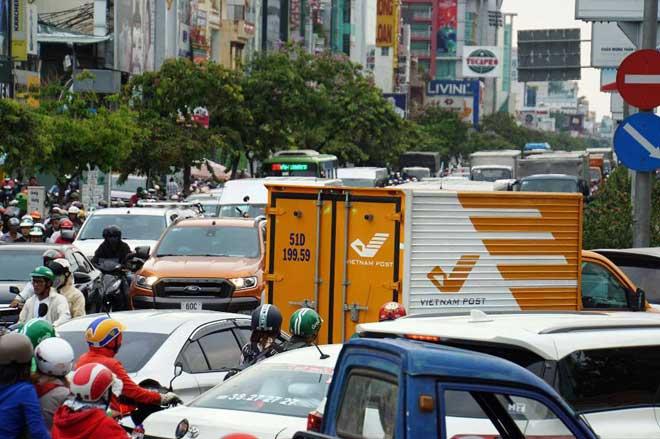 Hàng nghìn người rời thành phố đi nghỉ lễ, cửa ngõ Sài Gòn người, xe như nêm - 17