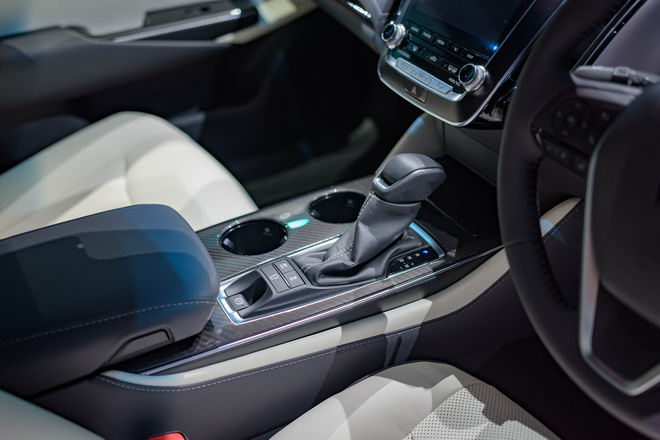 Toyota Crown: Sedan hạng sang thực thụ của Toyota - 10