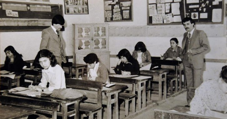 İlhami Çiçek'in 1982 yılında Kırıkkale Lisesinde  öğretmen yaptığı döneme ait bir fotoğraf. Sınav esnasında çekilmiş