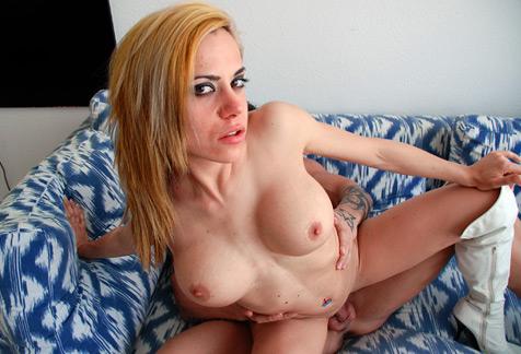 Desnudándose por Sitges