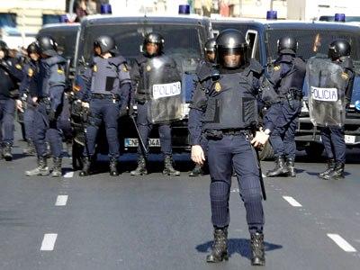 Agentes antidisturbios en el centro de Valencia.