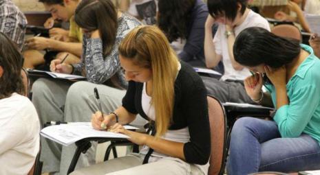 Estudantes fazendo Enem_Marcos Santos_USP Imagens