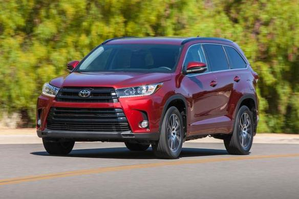 2017 GMC Acadia vs  2017 Toyota Highlander  Which Is Better     2017 GMC Acadia vs  2017 Toyota Highlander  Which Is Better  featured image  large